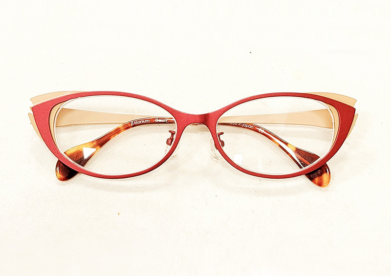 イエローベースカラーのメガネフレーム